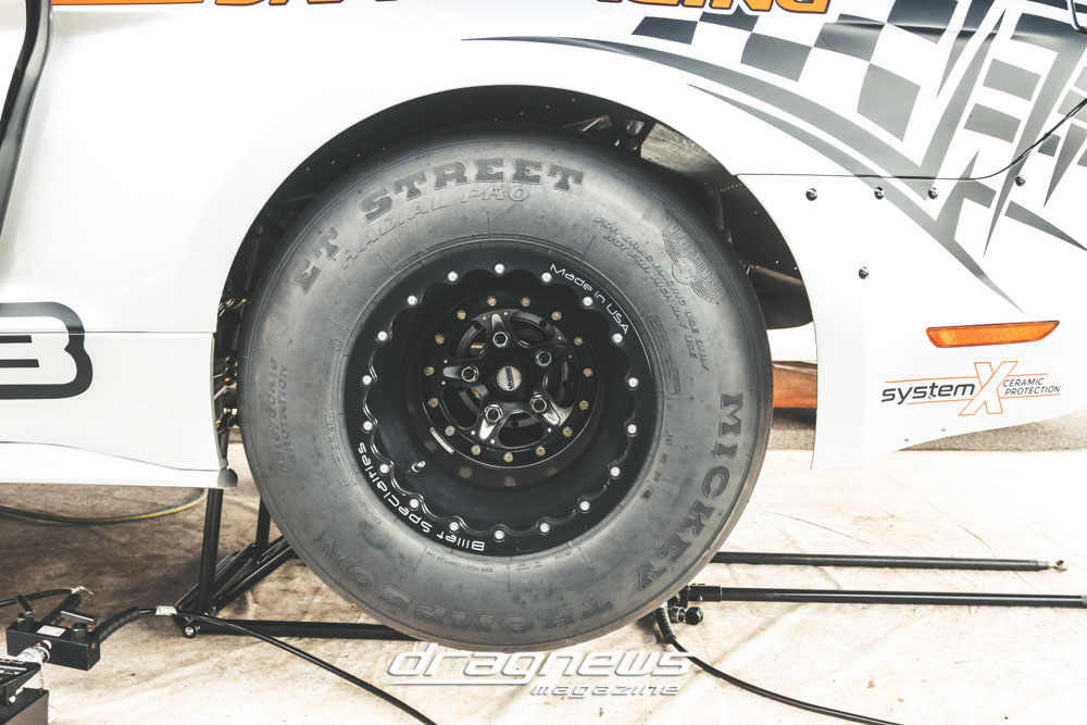 Drag radial tire