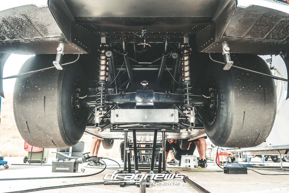 Rear end suspension on a drag radial Ford Mustang car